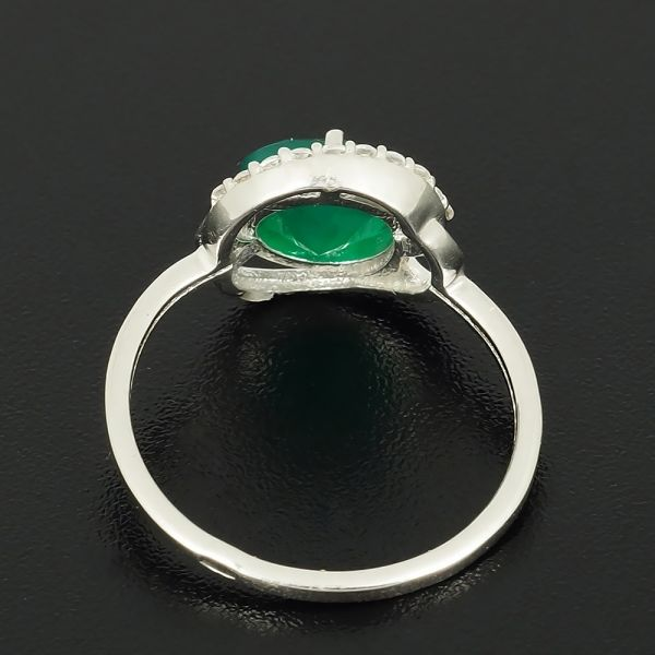 Кольцо из серебра 925 пробы с зеленым агатом