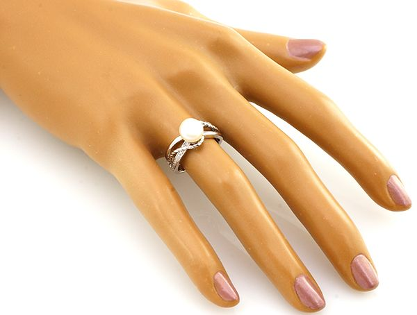Кольцо с жемчугом из серебра 925 пробы