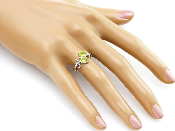 Кольцо с хризолитом – Mirserebra925.ru