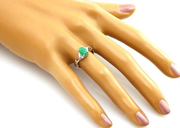 Кольцо с изумрудом из серебра 925 пробы